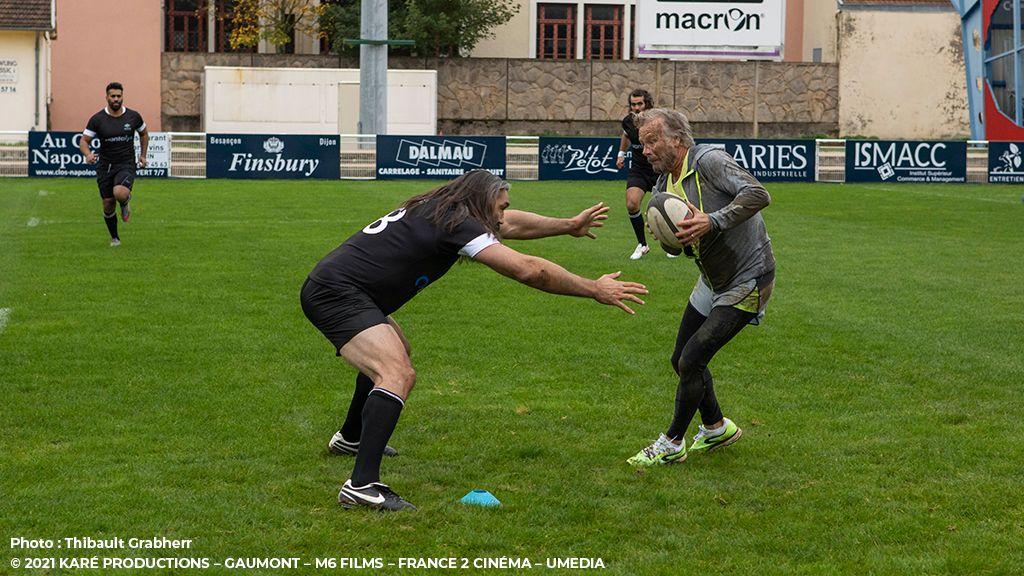 Photo du film Le Sens de la Famille avec Quantalys sponsor des maillots de Rugby